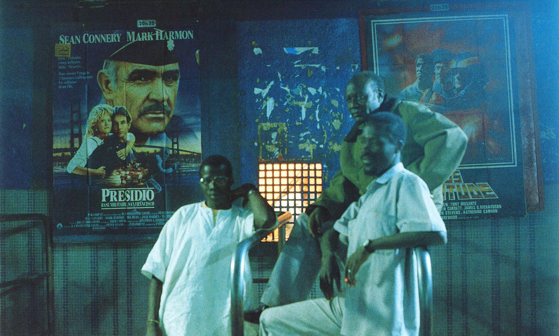 Devant un cinéma de Ouagadougou, 1993© photo Bruno Airaud