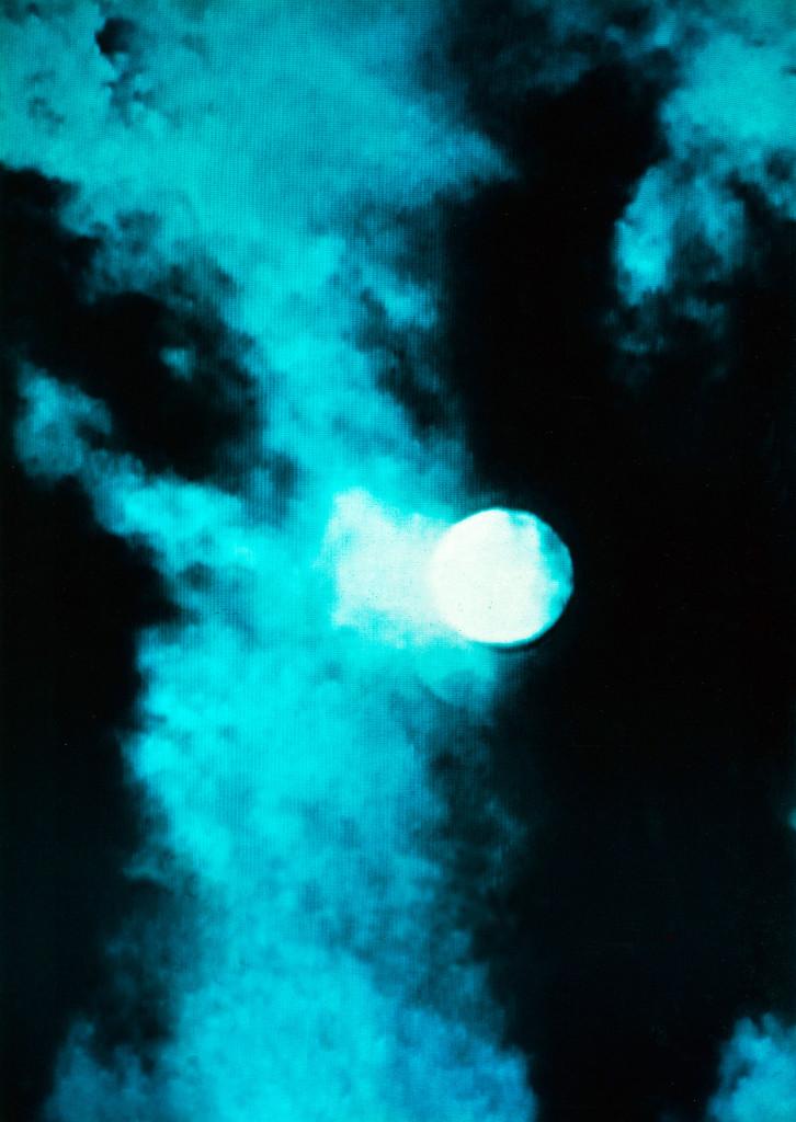 Nuit de pleine lune au-dessus de Londres© photo extraite du film 'Twilight City', 1989, Black Audio Film Collective