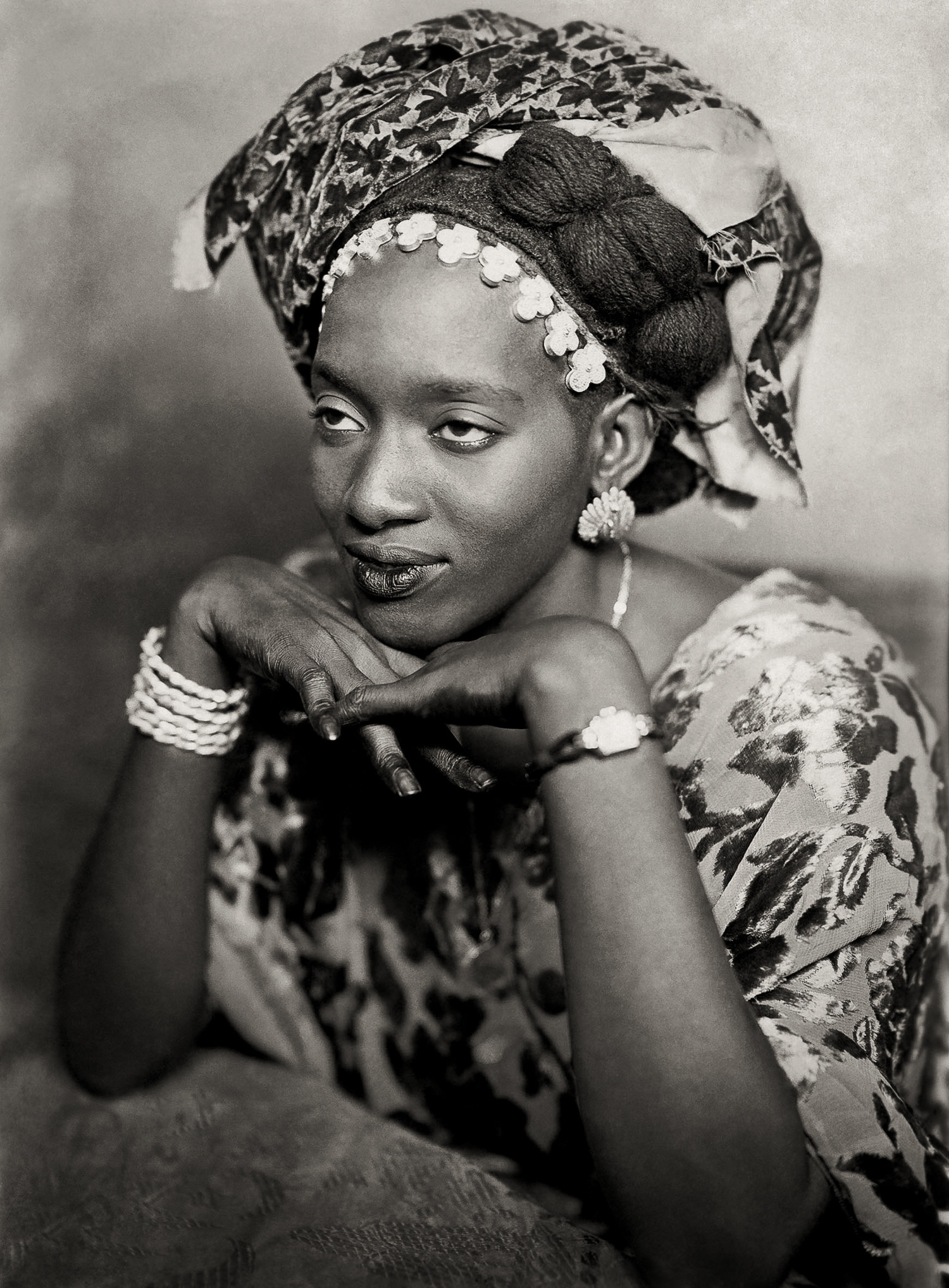 © photo Mama Casset, Portrait du Studio 'African Photo', Dakar 1950-1970