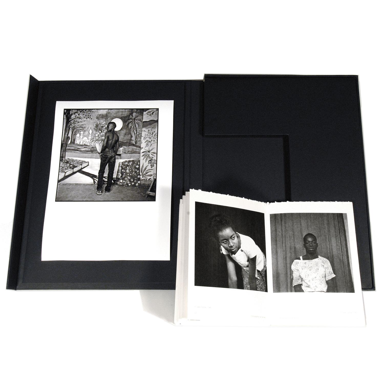 Coffret Photographes de Bamako, Revue Noire éditions limitées, avec un print d'Abdourahmane Sakaly, Mali