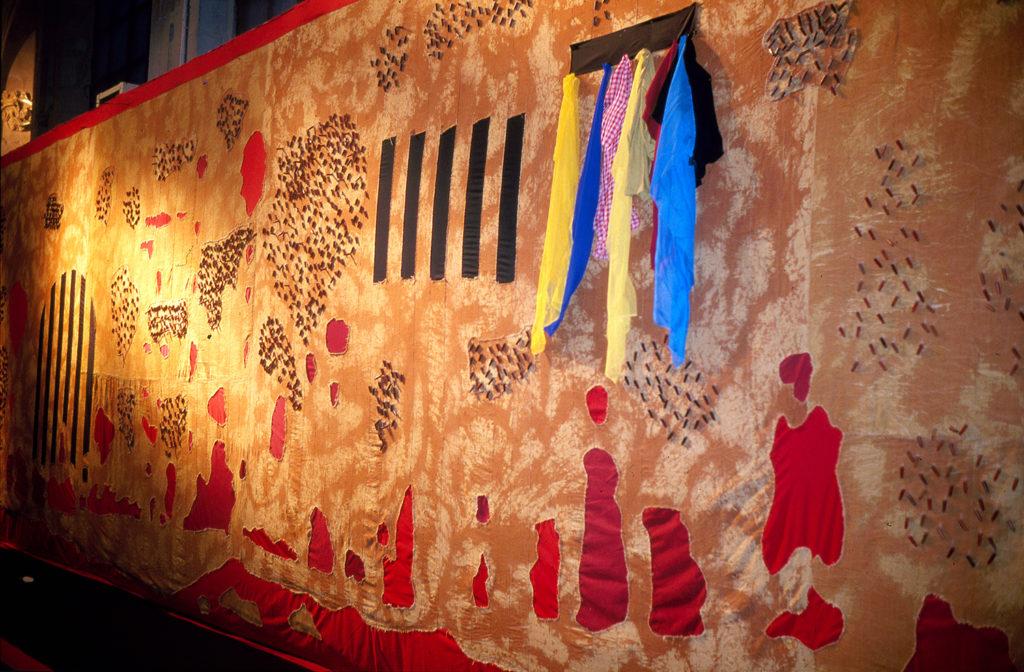 """""""Suites Africaines"""" exposition Revue Noire, Paris 1997 - la grande tapisserie """"Les grands lacs"""" d'Aboudoulaye Konaté (Mali)"""