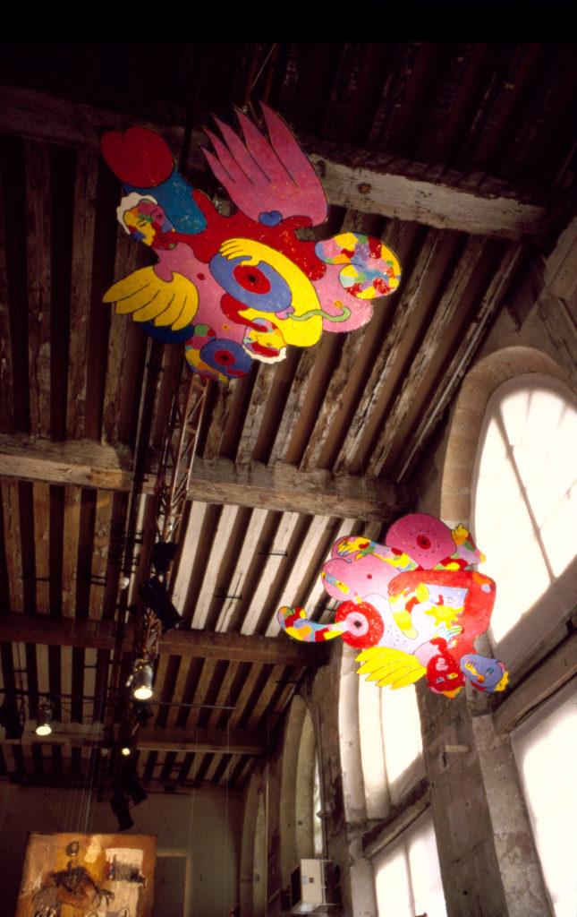 """""""Suites Africaines"""" exposition Revue Noire, Paris 1997 - les peintures-sculptures suspendues au plafond de Ennri Kums (Mauritius)"""